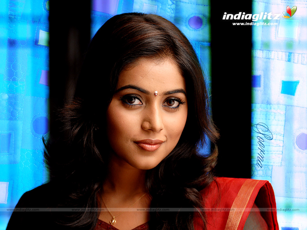 Love And Sad Quotes Wallpapers Indiaglitz Tamil Actress Poorna Wallpapers