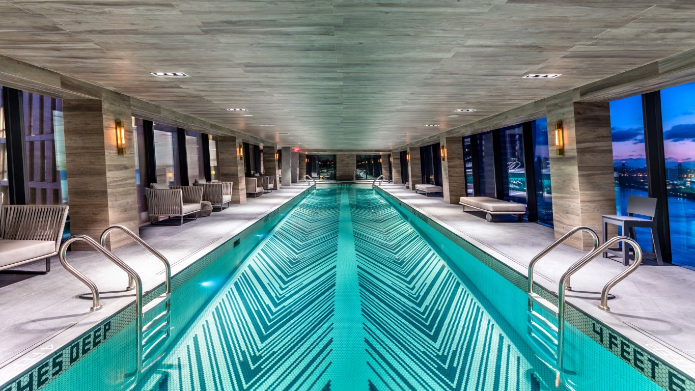 Glas Pool The Inseparable Duo Of Manhattan Glass Bridge Links The American