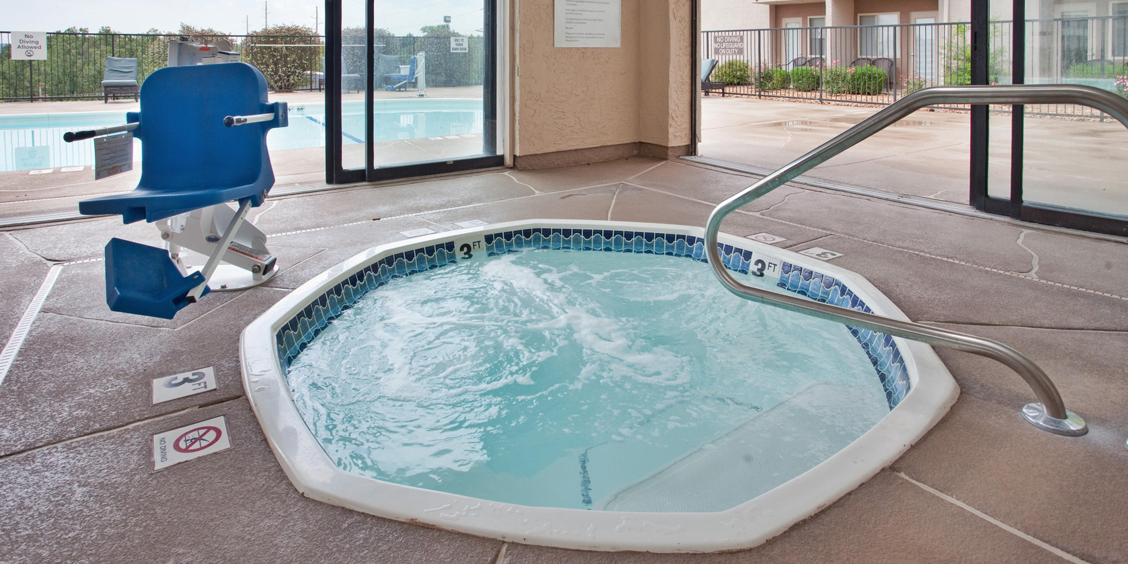 Cash Pool Jena Holiday Inn Express Suites Branson 76 Central Hotel By Ihg
