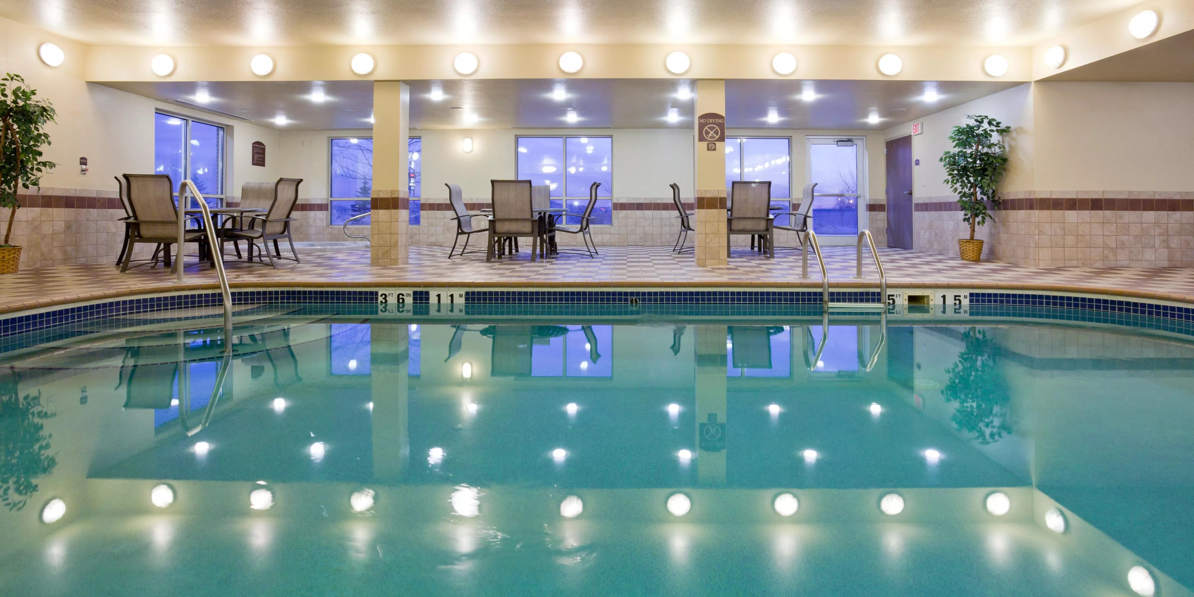 Gfk Pool King Holiday Inn Express Suites Grand Forks Hotel By Ihg