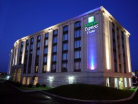 Holiday Inn Express & Suites Montreal Airport Htel IHG