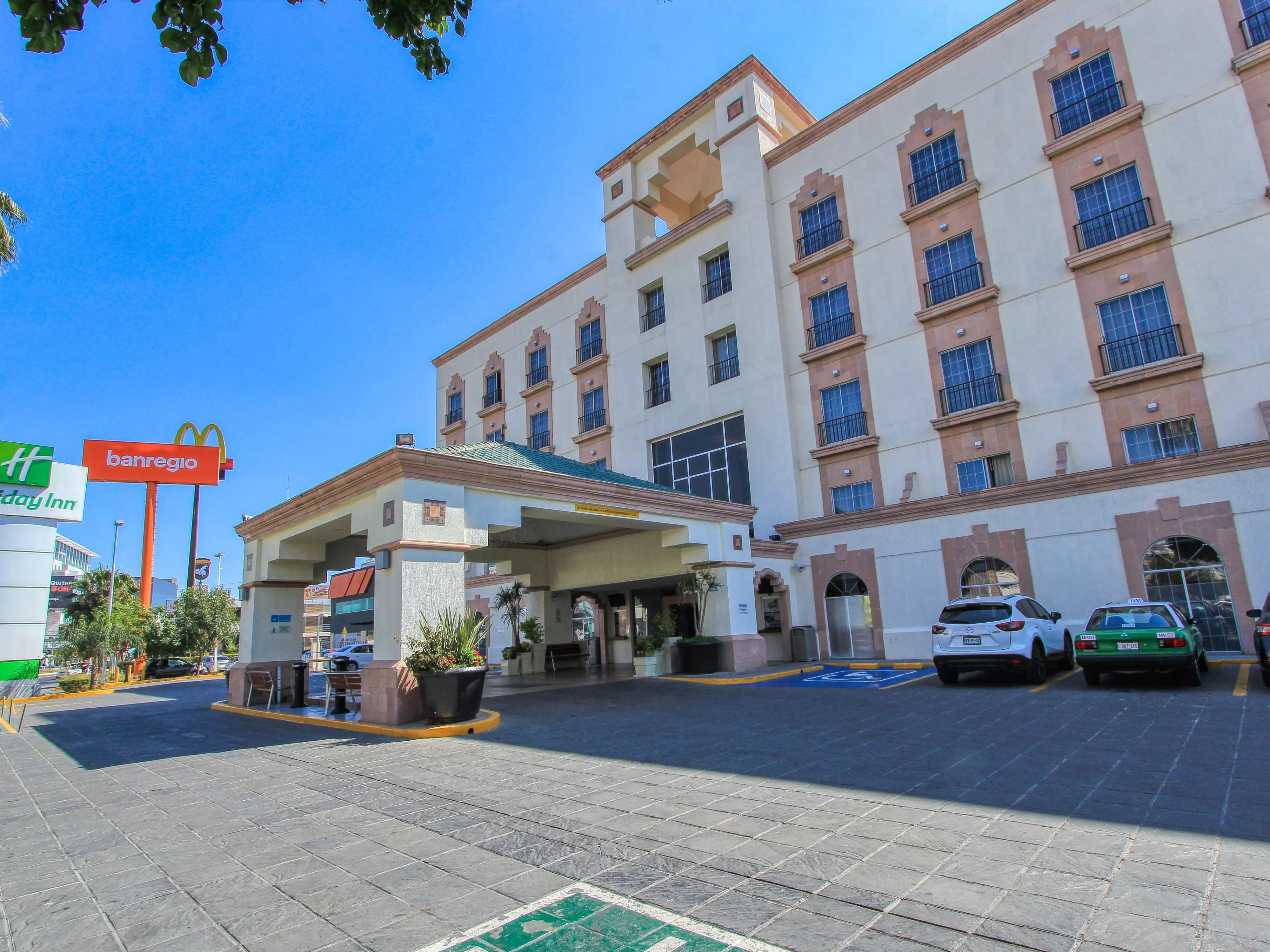 Hoteles En Leon Con Piscina Hotels In Leon Guanajuato Near The Stadium Leon Holiday Inn Leon