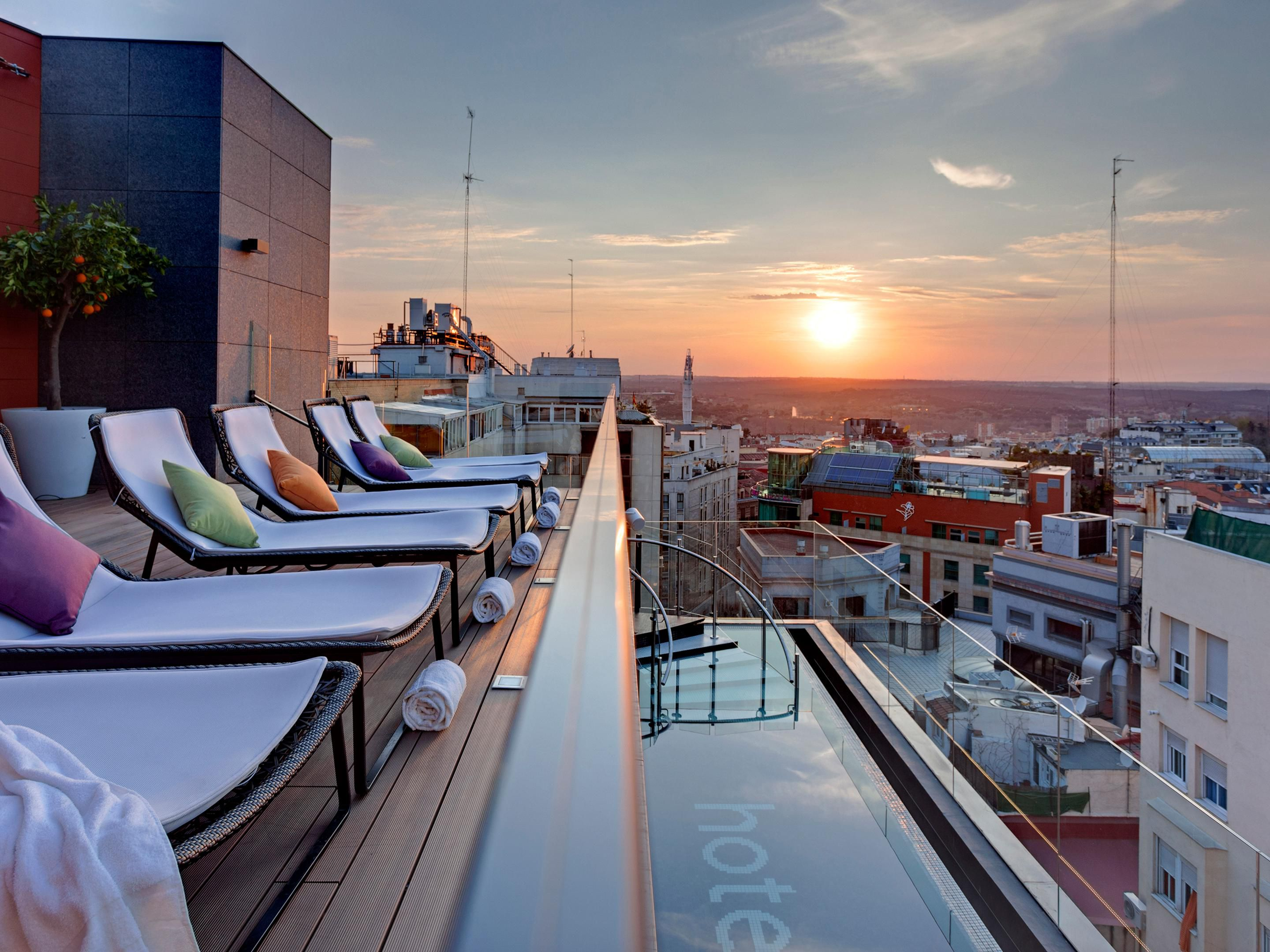 La Mejor Piscina De Madrid Find Madrid Hotels Top 13 Hotels In Madrid Spain By Ihg