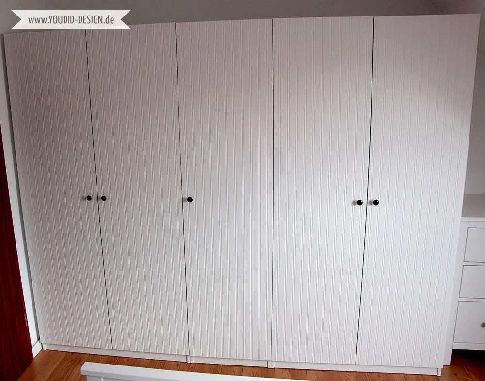 Kallax Kleiderschrank Pax Wardrobe / Closet Makeover With Beadboard Wallpaper