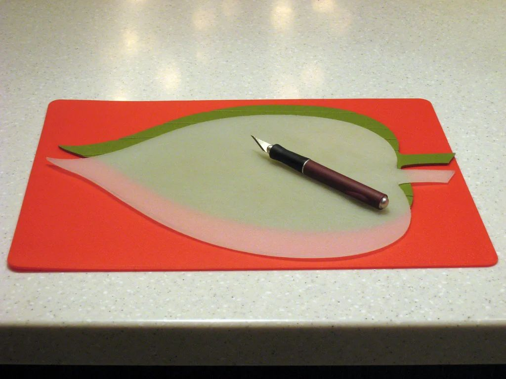 Leaf shaped place mats for round dining table