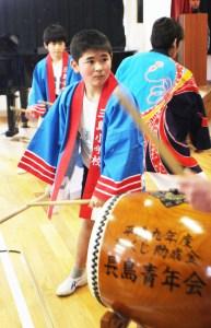 閉校式(長島太鼓を演奏する長島分校児童)