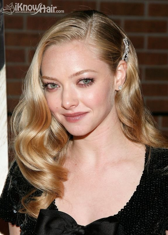Medium Hairstyle And Color Amanda Seyfried Hair Amanda Seyfried Haircut Hair