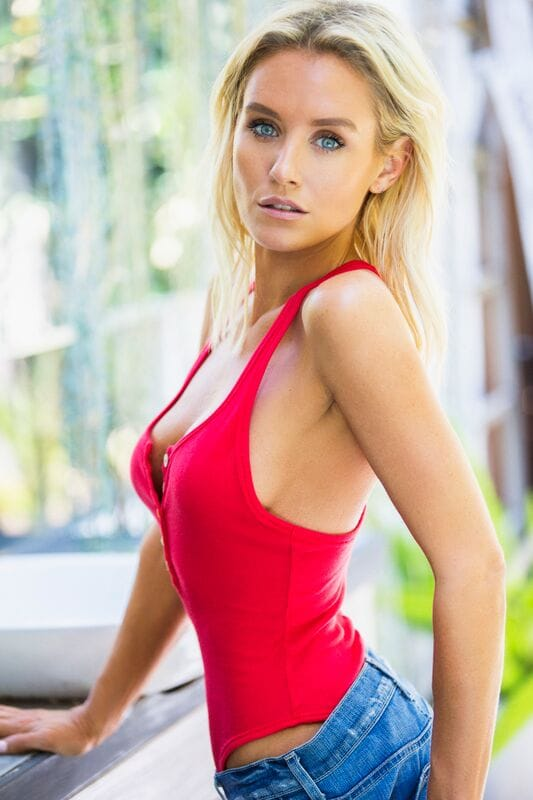Fitness Girl Wallpaper Hd Picture Of Nicky Whelan