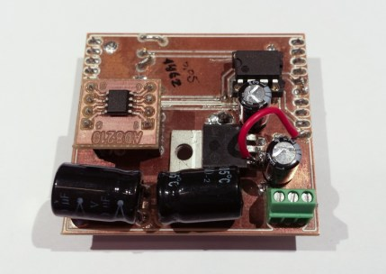 Sensor board with two amplification stages and a voltage regulator