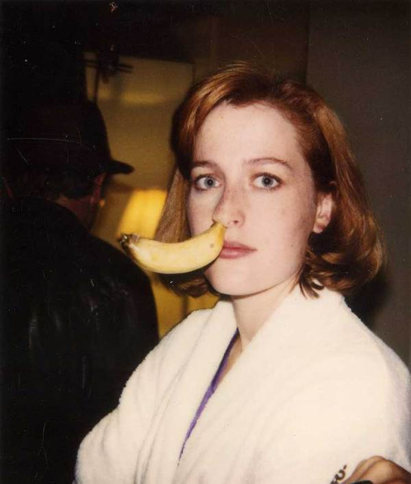 Gillian-Anderson-with-a-banana-in-her-nose-on-the-set-of-The-X-Files