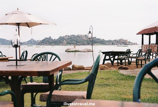 The Tilapia Hotel's bar area right by the shores of Lake Victoria