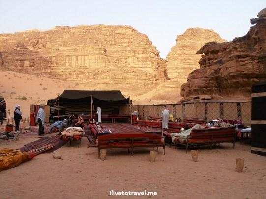 """Bedouin desert camp captain Jordan """"Wadi Rum"""" divan Olympus"""