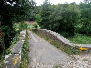 Aspera, bridge, Ceileiro, river, Camino, Santiago, Compostela, trekking, hiking, pilgrimage, Spain, yellow arrow, travel, photo, Olympus