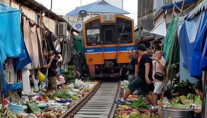 Maeklong, railroad, train, market, Thailand, Bangkok, photo, travel, explore, Samsung Galaxy S7,