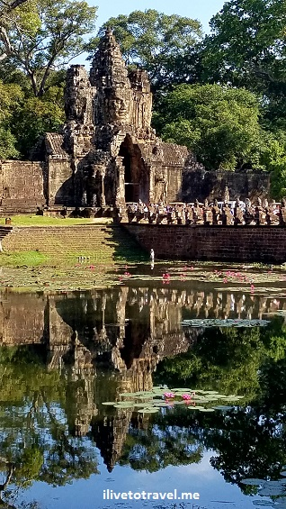 Angkor Thom, Bayon, temple, Khmer, Cambodia, Camboya, Cambodge, travel, explore, adventure, tourism, photo, samsung Galaxy, S7, moat