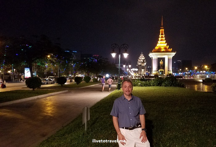 Cambodia, Phnom Penh, travel, adventure, explore, Independence Monument, photo, Samsung Galaxy S7, ilivetotravel