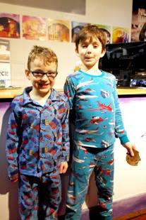 Le petit garçon et neveu d'Annie lors d'une soirée-pyjamas à L'Illusion