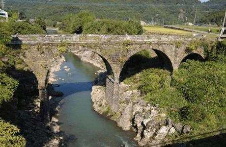 院内町の石橋群の画像