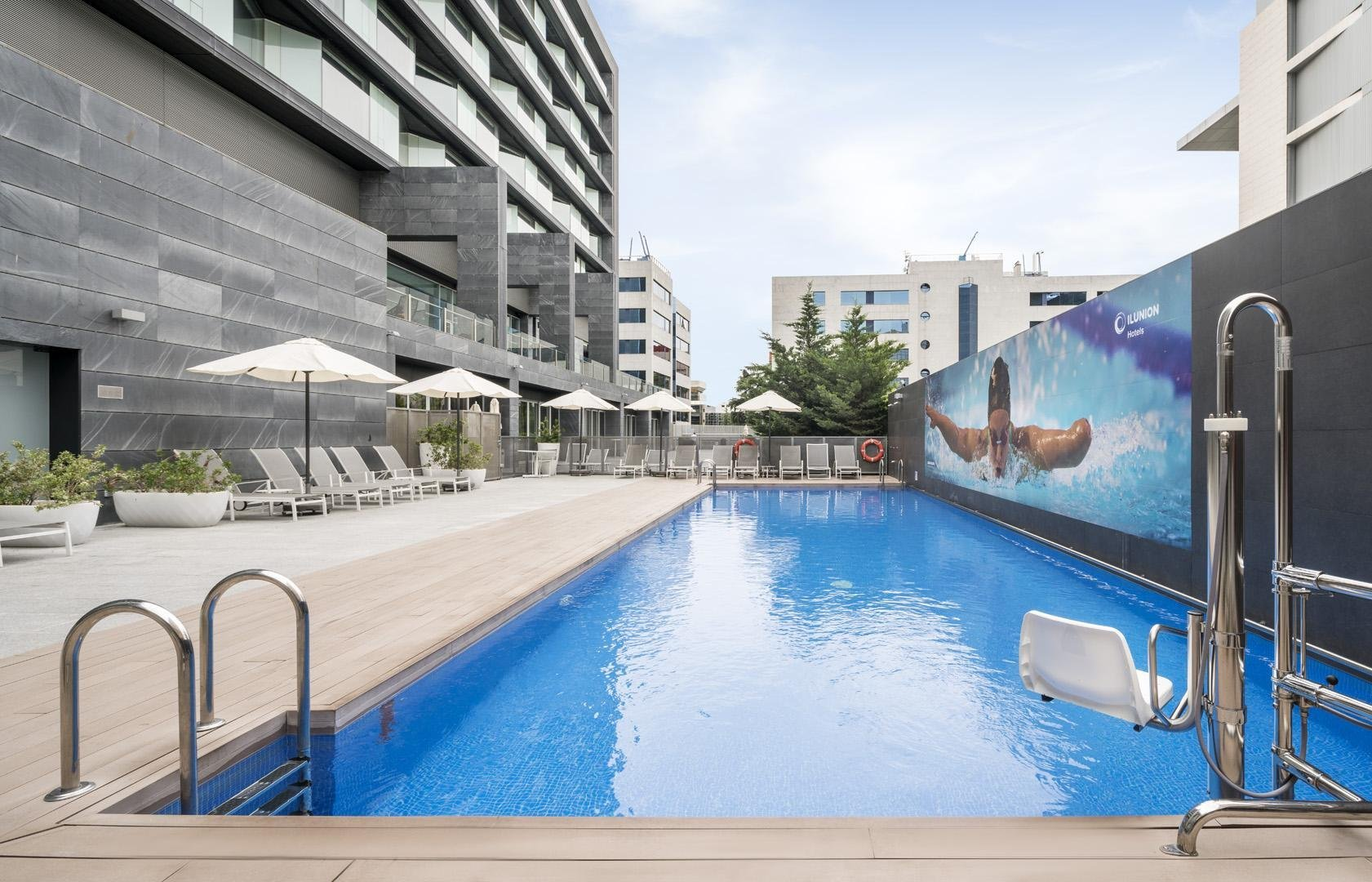 Piscina En Madrid Hotel Ilunion Atrium In Madrid Official Website