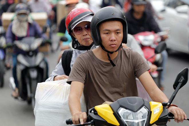 Hàng nghìn người rời thành phố đi nghỉ lễ, cửa ngõ Sài Gòn người, xe như nêm - 6