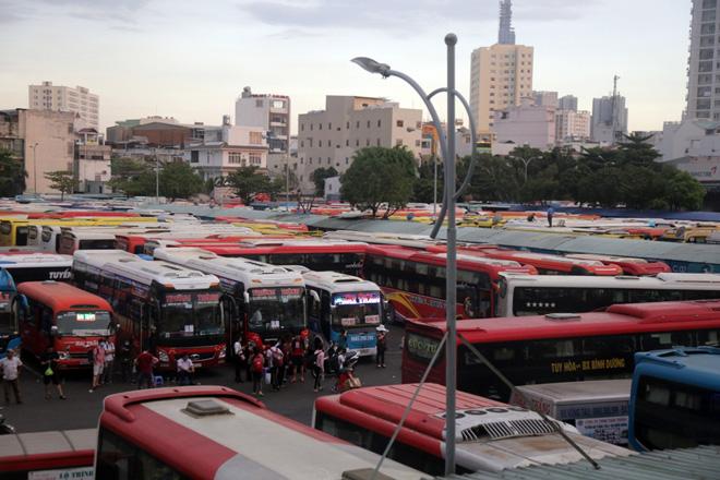 Hàng nghìn người rời thành phố đi nghỉ lễ, cửa ngõ Sài Gòn người, xe như nêm - 8