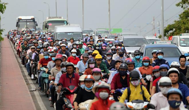 Hàng nghìn người rời thành phố đi nghỉ lễ, cửa ngõ Sài Gòn người, xe như nêm - 3