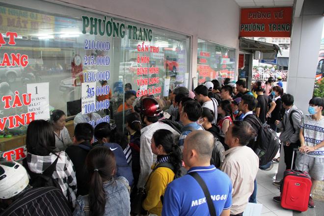 Hàng nghìn người rời thành phố đi nghỉ lễ, cửa ngõ Sài Gòn người, xe như nêm - 13