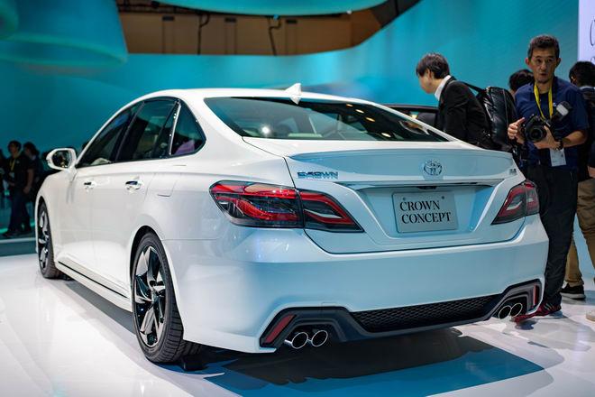 Toyota Crown: Sedan hạng sang thực thụ của Toyota - 2