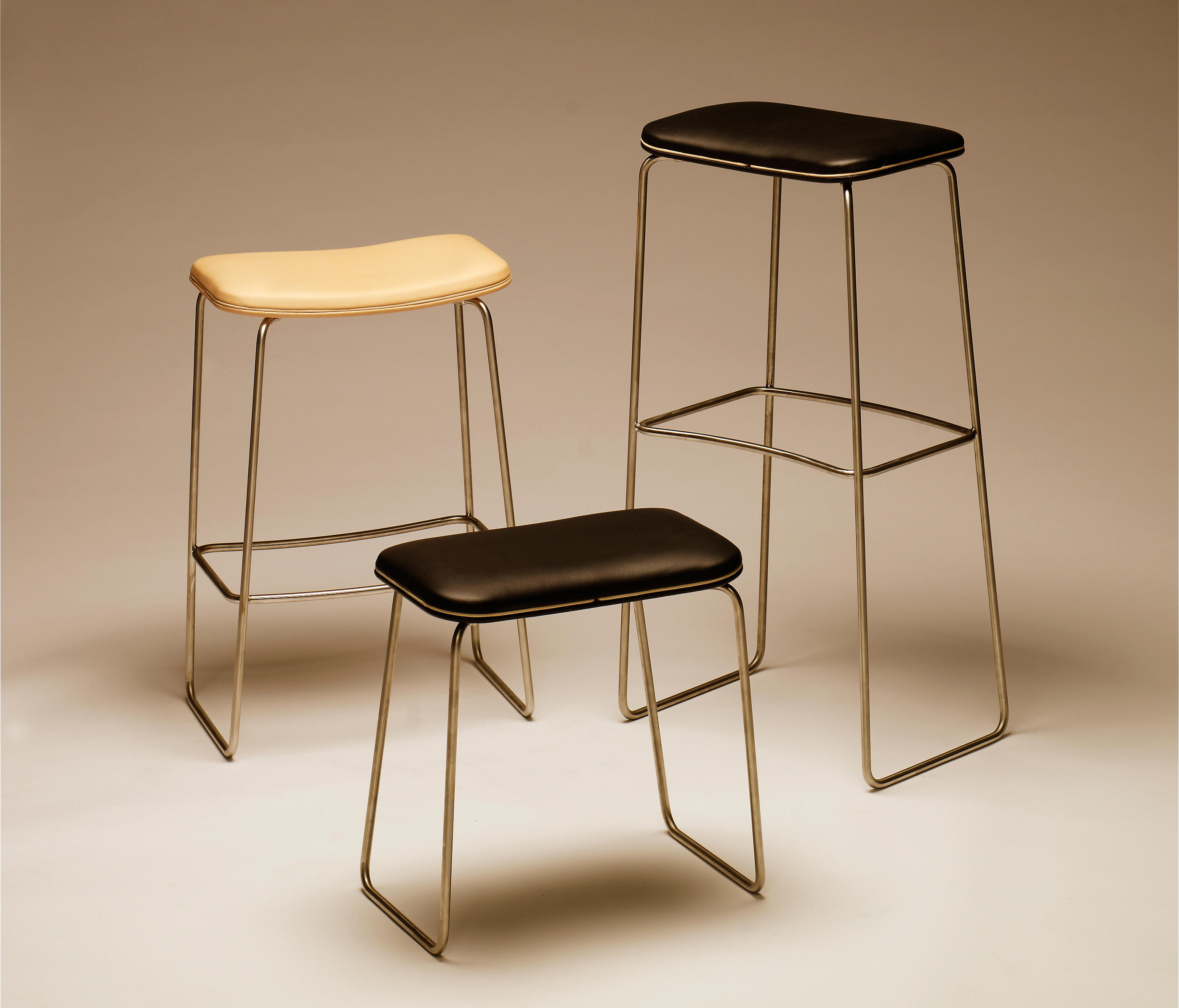 Lederhocker Rund P.1 430 - Stools From Pwh Furniture | Architonic