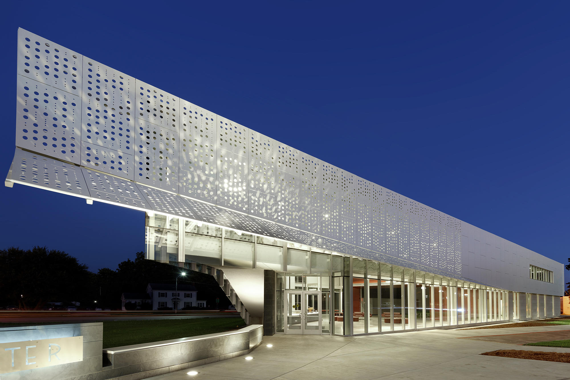 Eternit Fassade Carat Carat Elfenbein 7090 Facade Systems From Swisspearl Architonic