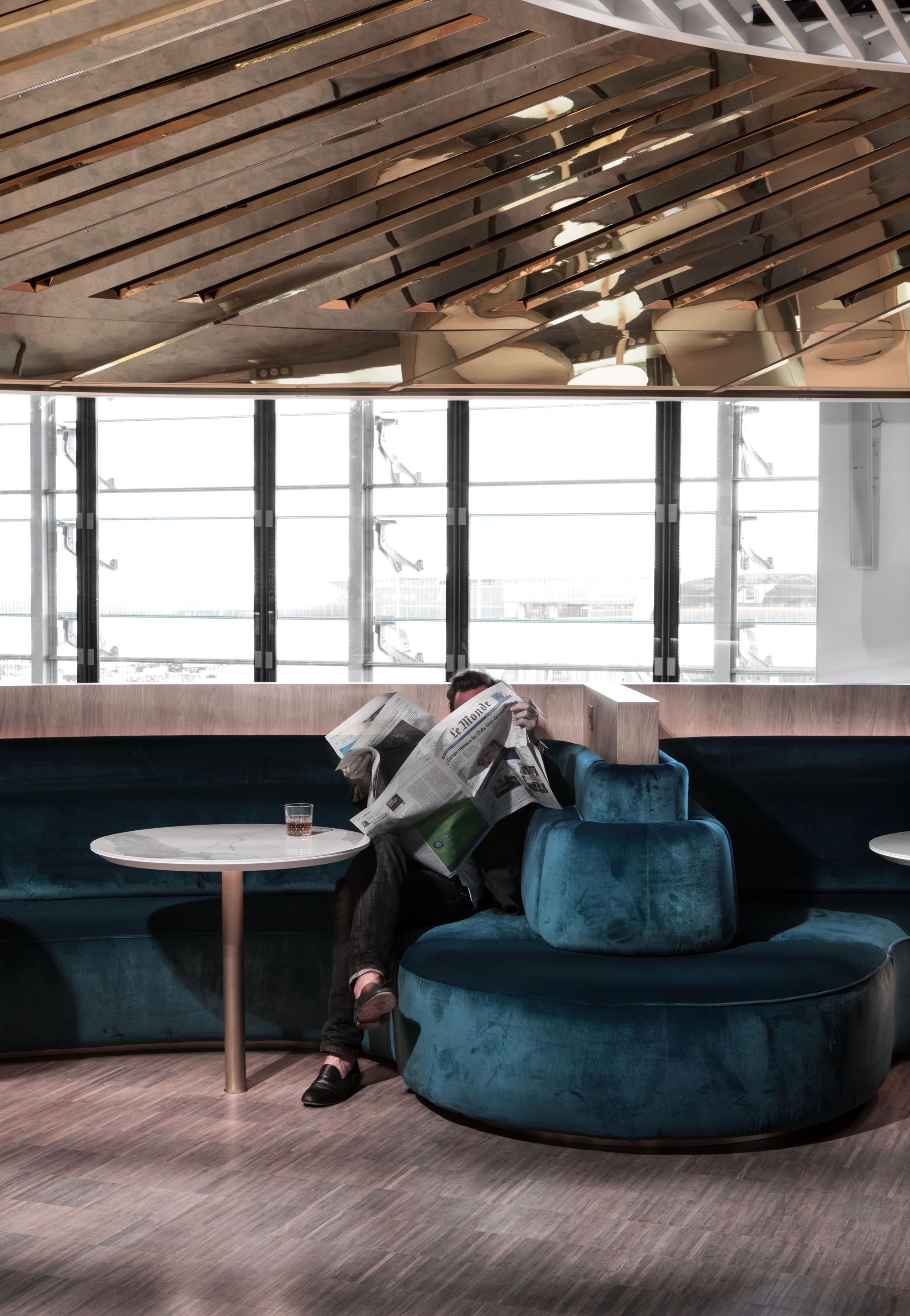 Sky S The Limit New Airport Lounges Fly High - Tables De Salon Chez Fly