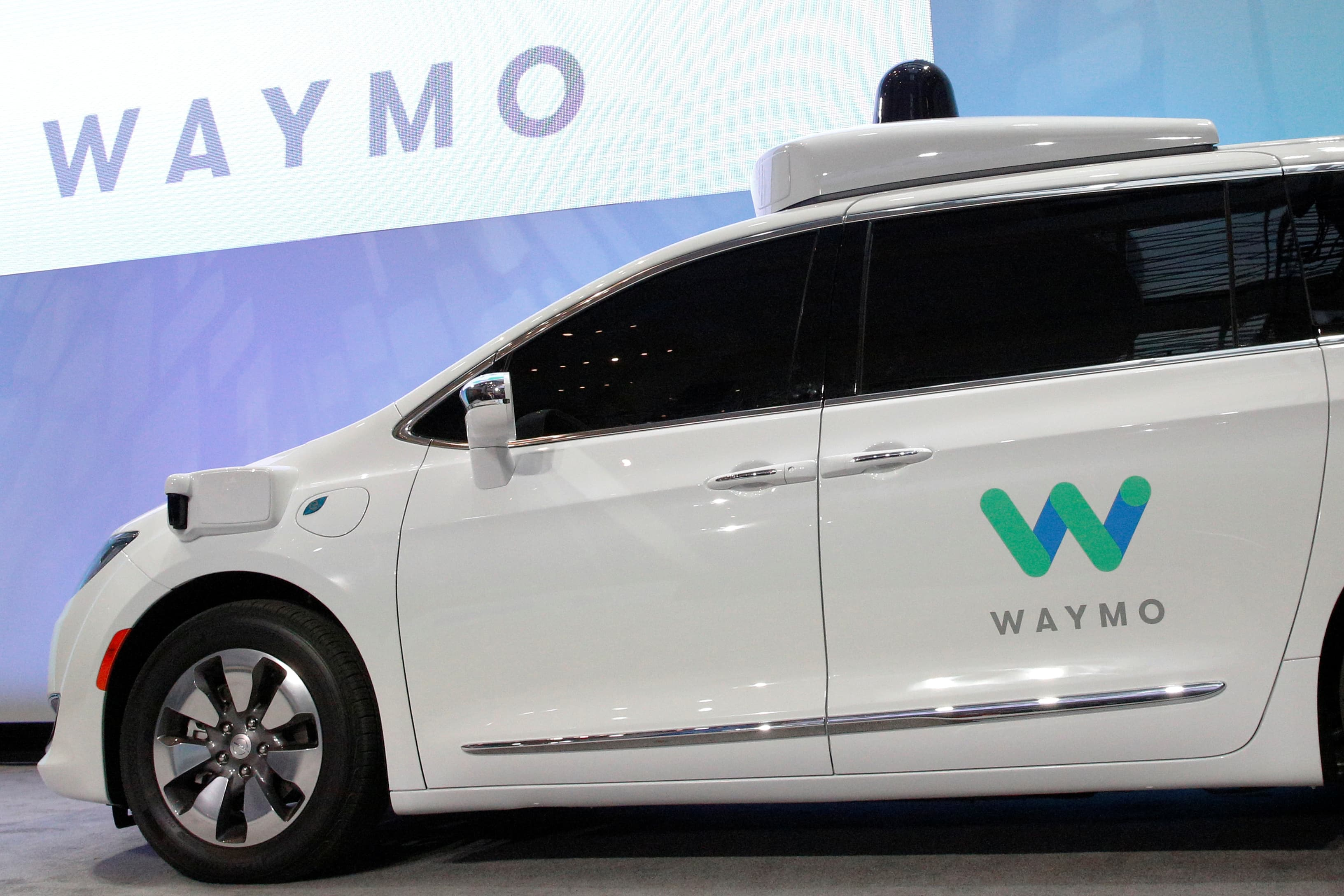 Vehicle Manufacturers In Japan Waymo Signs Driverless Car Deal With Nissan Renault For