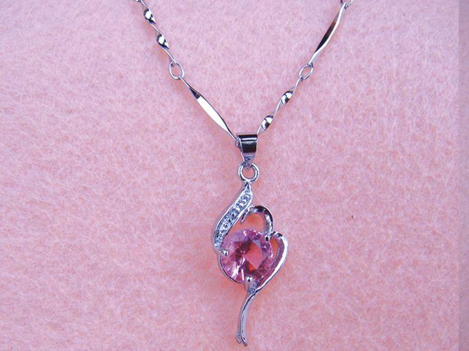 Women Platinum Plating Chain Crystal Heart Style Pendant