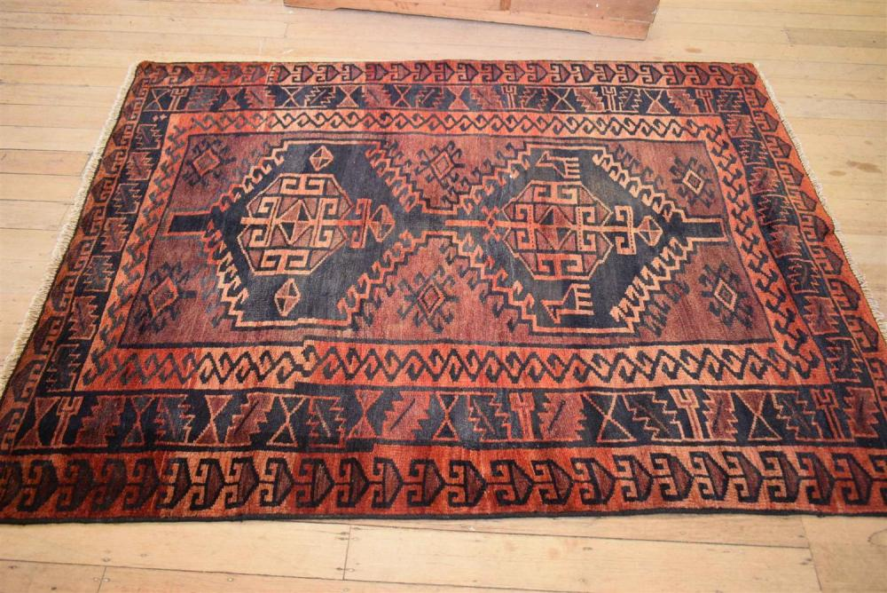 A Hand Knotted Tribal Luri Rug 100 Wool In Good Condition
