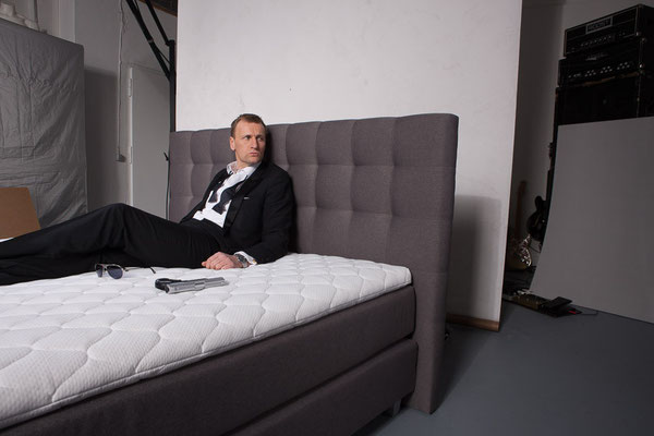 Matratze H4 Boxspringbett Rockstar - Shooting Mit James Bond Double
