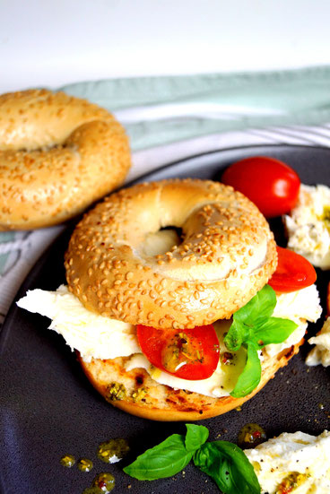Kuchef Air Fryer Bagel Caprese - Zimtkringel - About Food