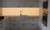 Kche mit LED Nischenrckwand - wohnconcepte