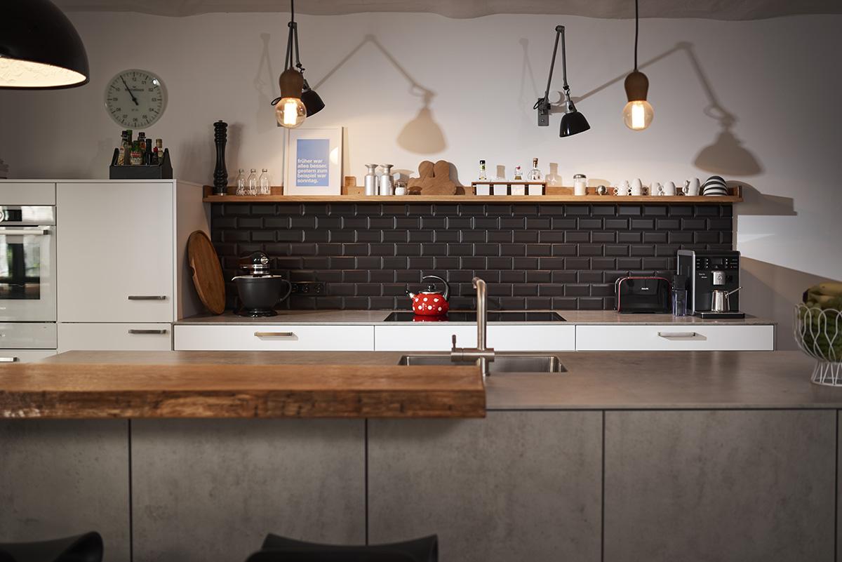 Stylische Küchen | Edle Küche Mit Akzenten In Holz Mega Küchenwelten ...