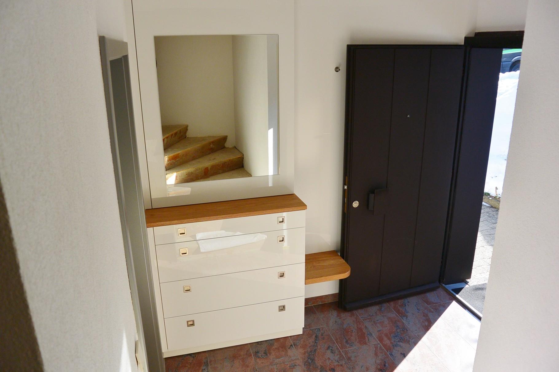 Kleine garderobe ideen garderobe wenig platz fur flur for Garderobenmobel mit sitzbank