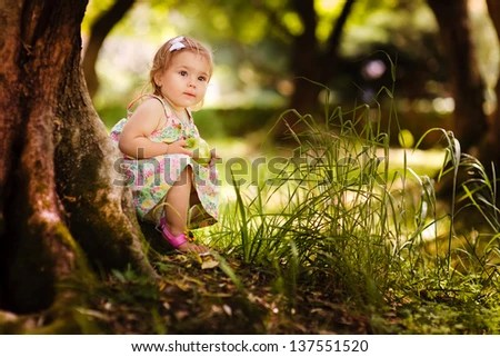 Beautiful Little Girl Wallpapers Cute Baby Girl Eating Apple Under Huge Tree On Green Grass