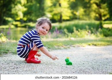 A Beautiful Little Girl In The Rain Child Images Stock