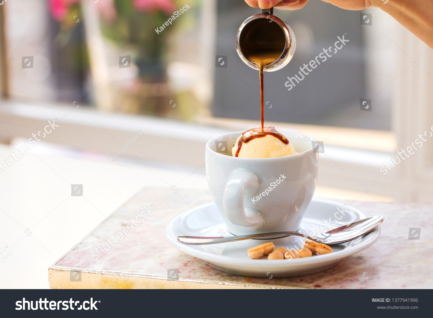 Marmortisch Cafe Affogato Coffee Ice Cream On Cup Stock Photo Edit Now 1377941996