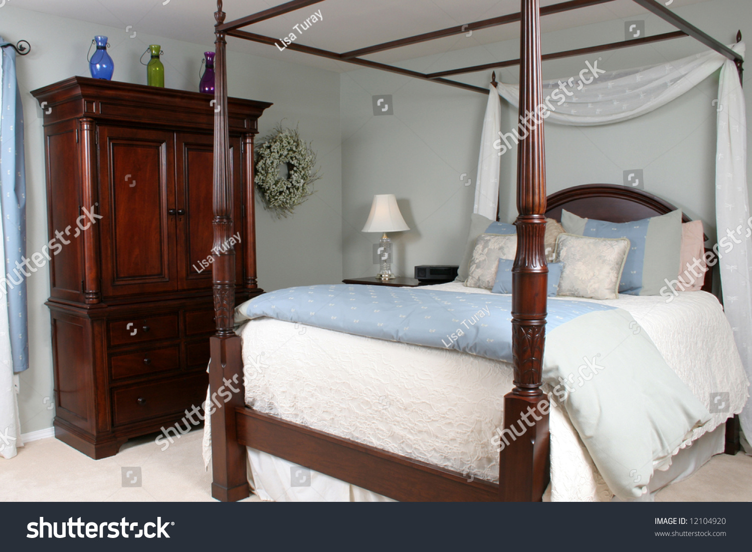 Wood Four Poster Beds Interior Master Bedroom Four Poster Bed Stock Photo