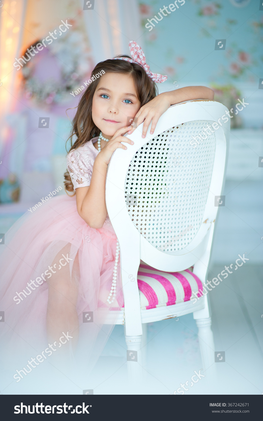 Möbel Im Shabby Look Beautiful Girl Style Shabby Chic Stock Photo Edit Now 367242671