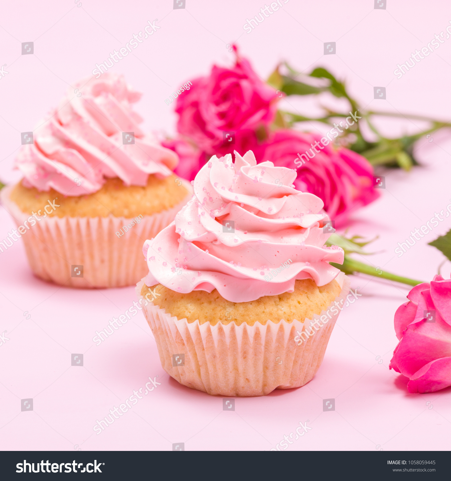 Décoration De Cupcake Cupcake Pink Cream Decoration Roses On Stock Photo Edit Now