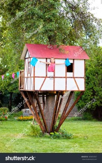 girl in treehouse images - usseek.com
