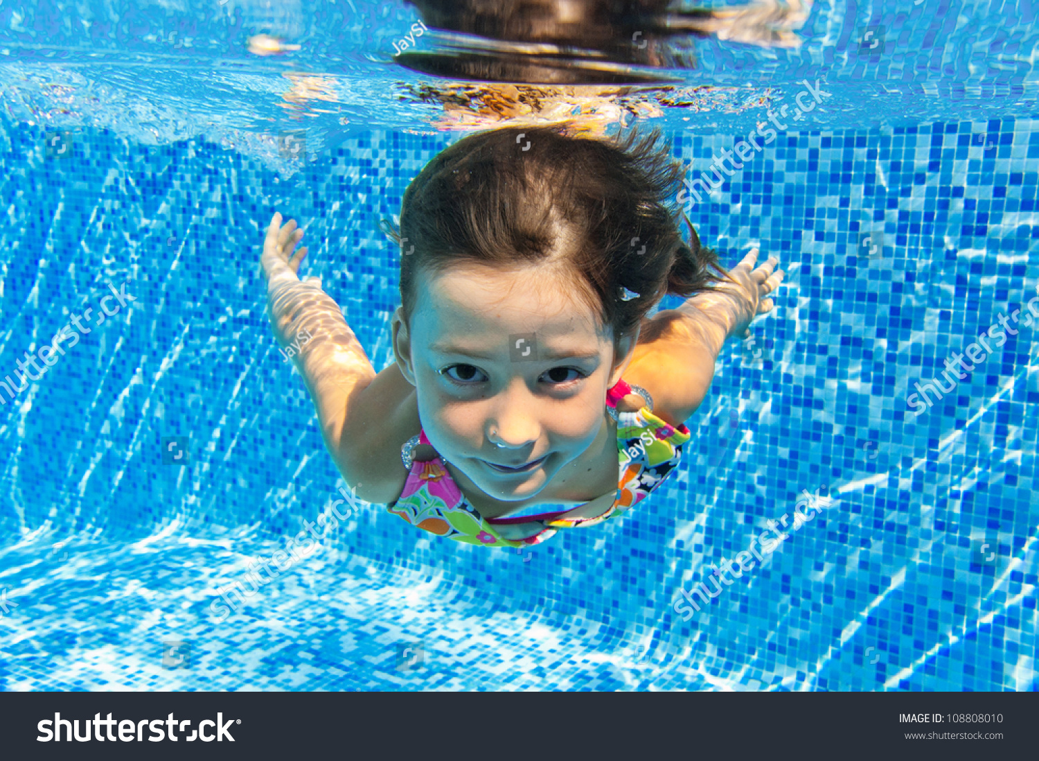 Sherpa Baarn Zwembad Happy Smiling Underwater Child In Swimming Pool Beautiful