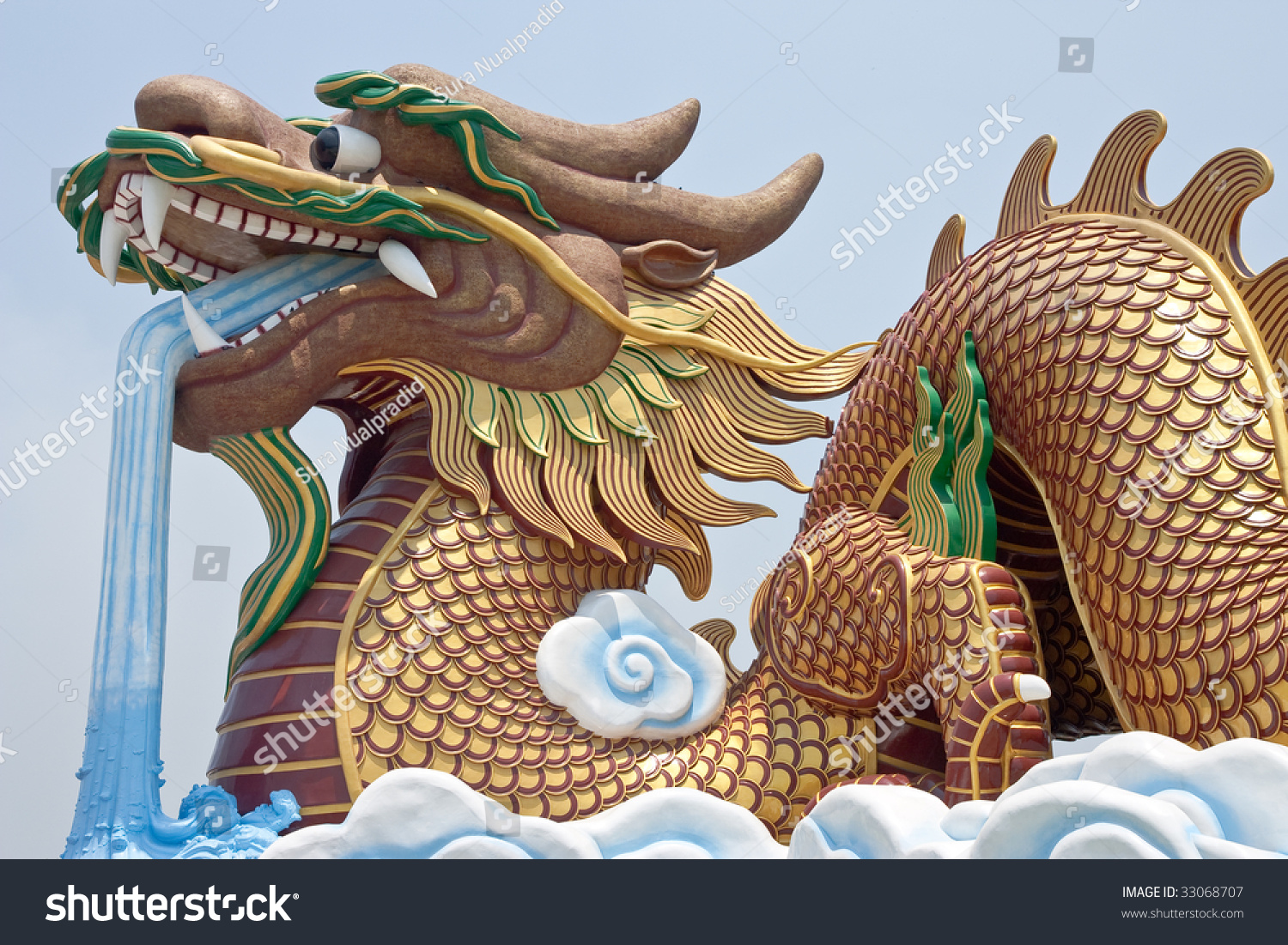 Giant Dragon Statue Huge Dragon Statue Stock Photo 33068707 Shutterstock