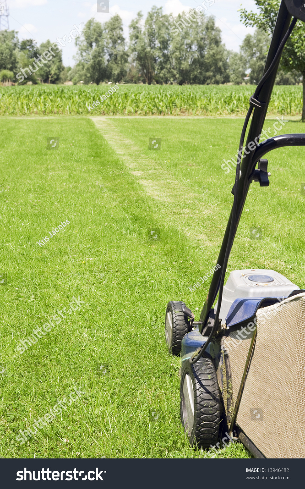 Lawn Mower London Ontario Image Lawn Mower Ready Cut Grass Stock Photo Edit Now 13946482