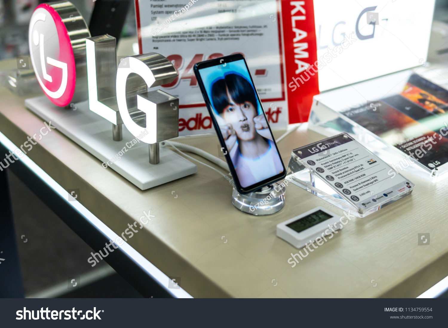 Telefono Movil Libre Media Markt Lodz Poland July 11 2018 Inside Foto De Stock Editar Ahora